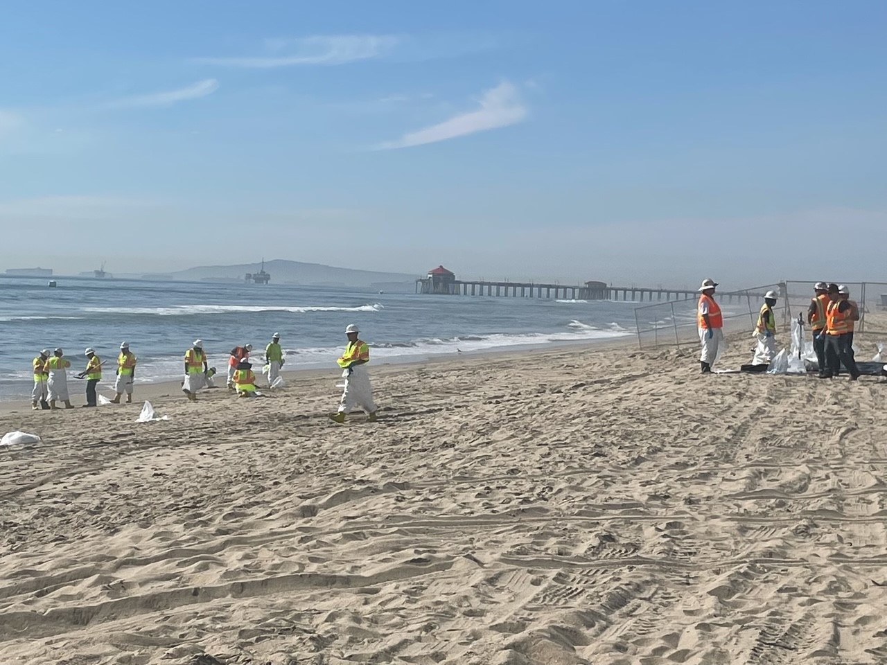 Экологическая катастрофа: в Калифорнии в океан попало более полумиллиона литров нефти (ФОТО) - фото №6