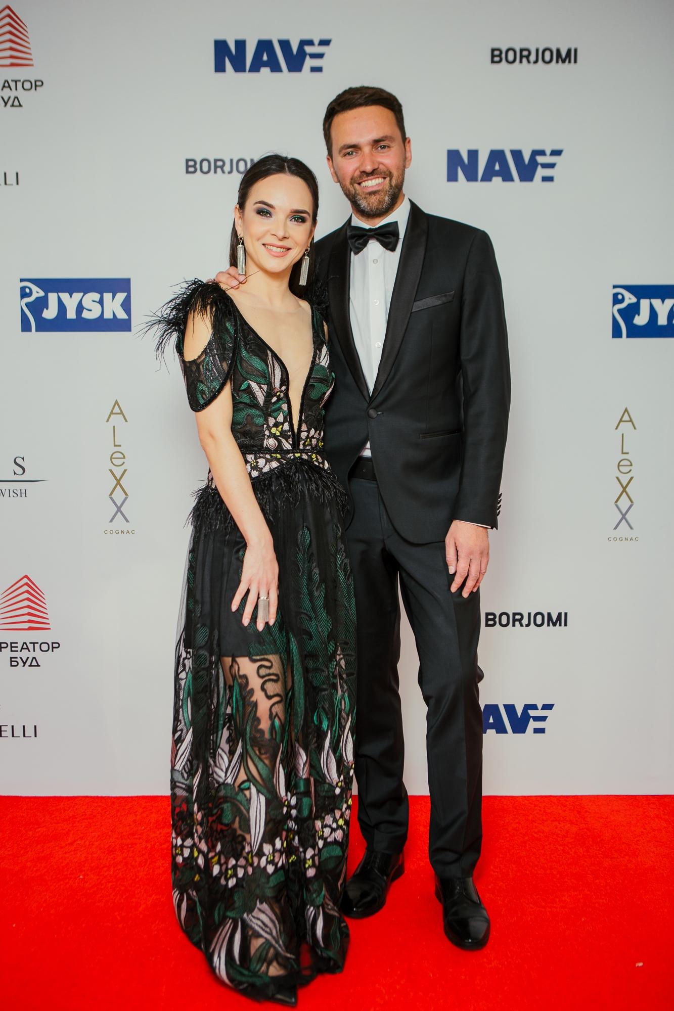 Viva! Awards 2021: выбираем самый эффектный наряды на красной дорожке (ФОТО+ГОЛОСОВАНИЕ) - фото №10
