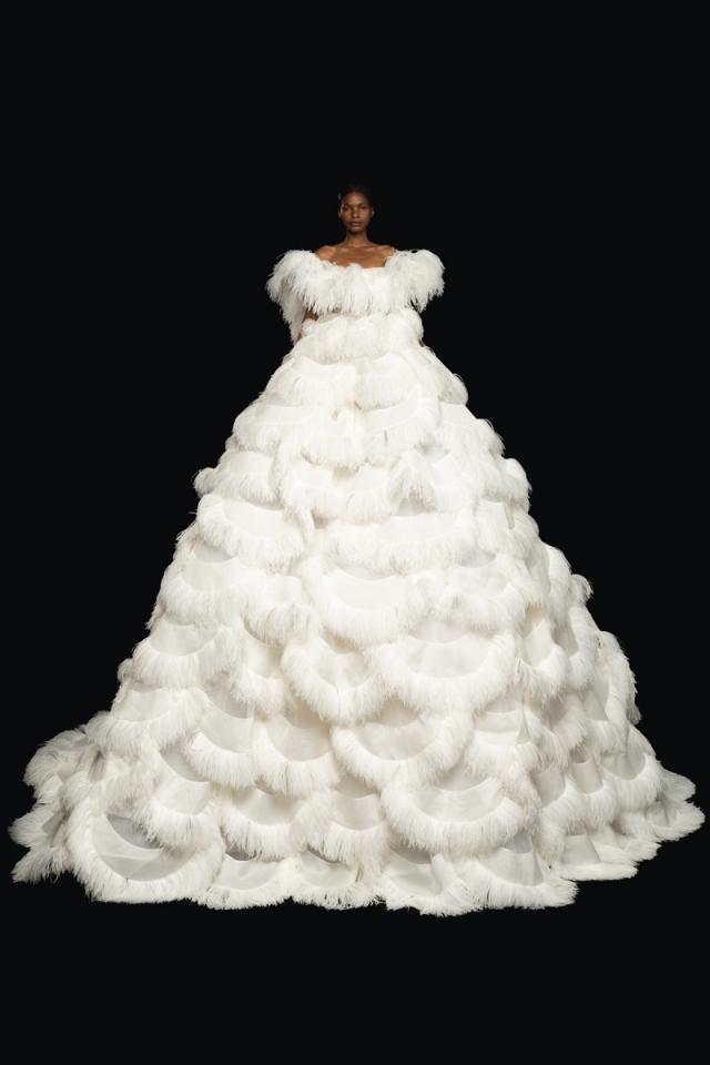Высокая мода и королевские наряды: новая коллекция Valentino Haute Couture 2021 (ФОТО) - фото №1