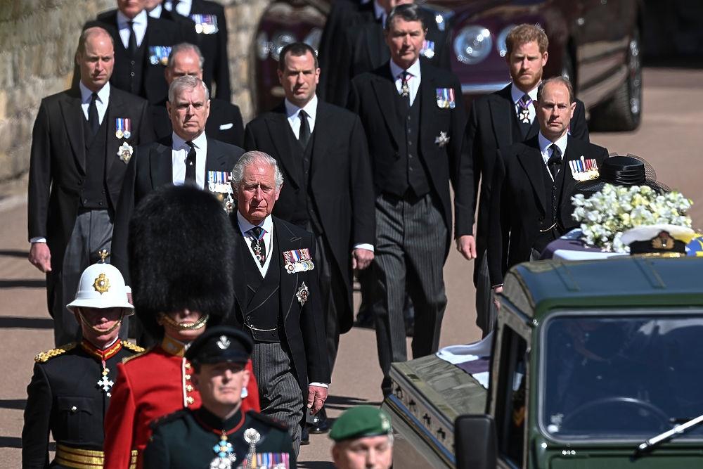Полуголая женщина попыталась сорвать похороны принца Филиппа - фото №1