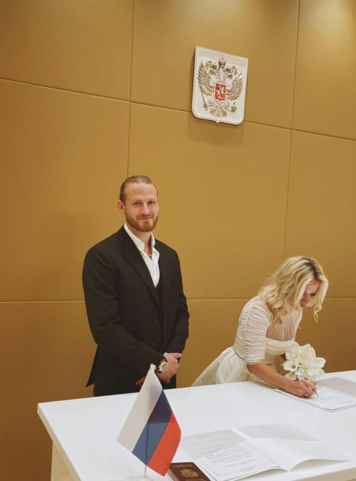 Бывший муж Пелагеи Иван Телегин женился на дочери миллионера - фото №1