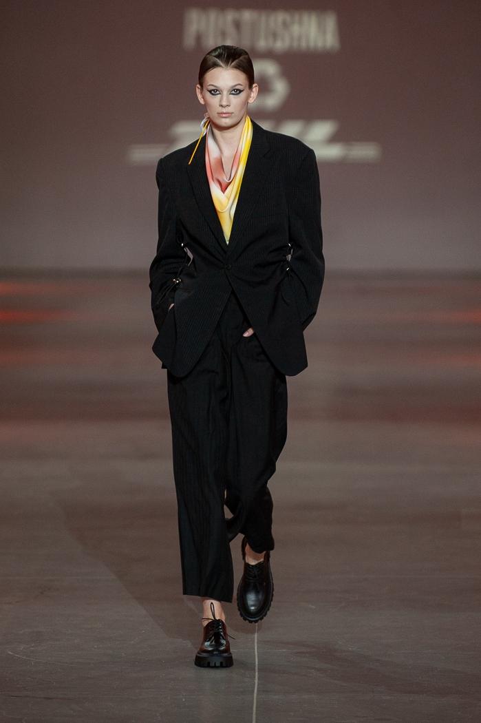 Униформа, яркие цвета и женственность: какие тренды показали молодые дизайнеры на UFW (ФОТО) - фото №3