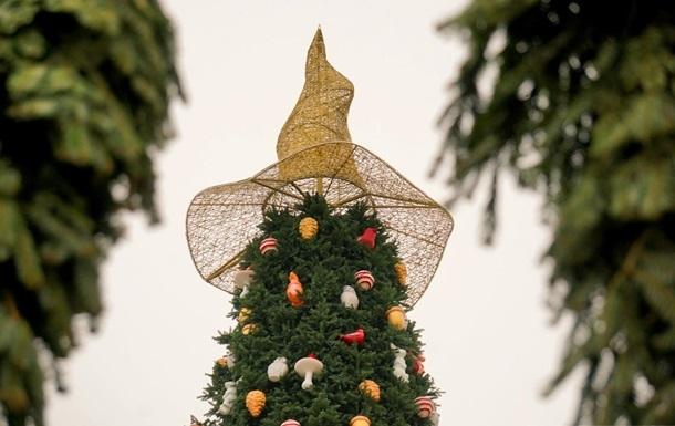 На Софиевскую площадь вернули скандальную шляпу, снятую с новогодней елки (ФОТО) - фото №3