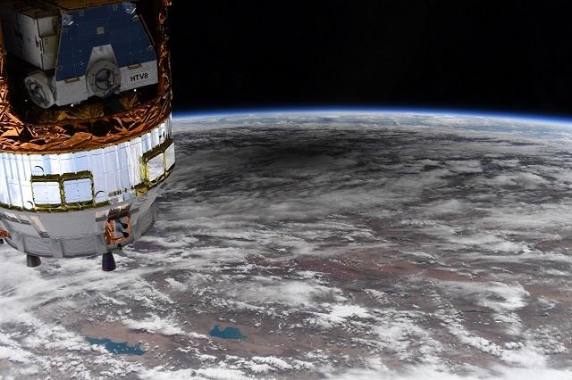 NASA показали удивительные снимки солнечного затмения из космоса - фото №2