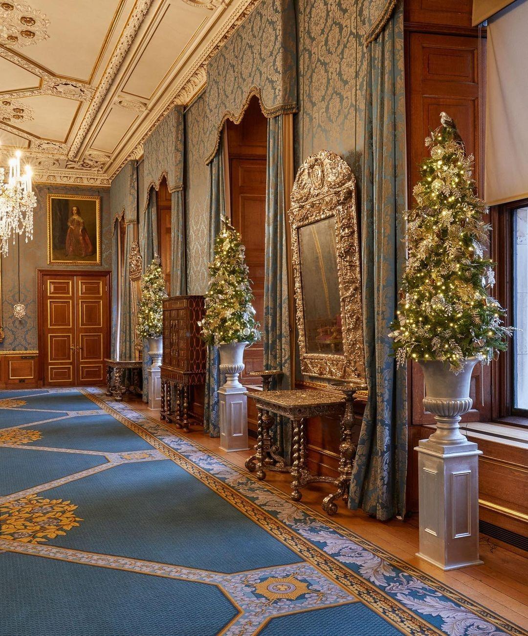Настоящая сказка для Елизаветы II: смотрите, как украсили Виндзорский замок к Рождеству (ФОТО) - фото №3