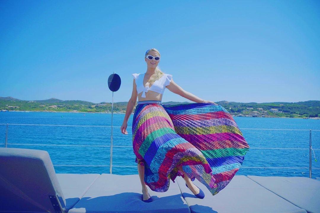 Пэрис Хилтон и ее жених Картер Реум наслаждаются отпуском на Сардинии (ФОТО) - фото №3
