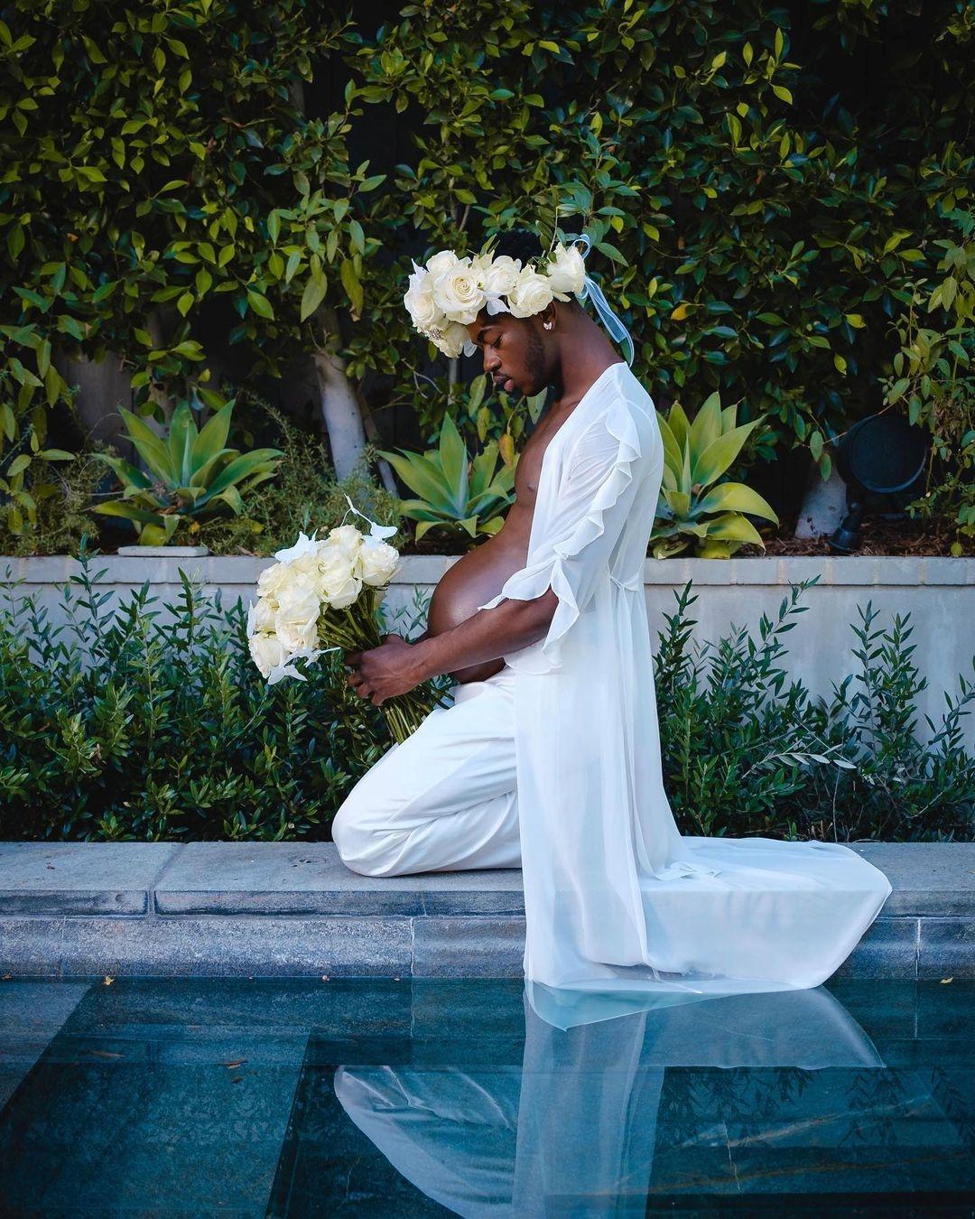"""Скандальный рэпер Lil Nas X удивил Сеть """"беременными"""" фото - фото №1"""