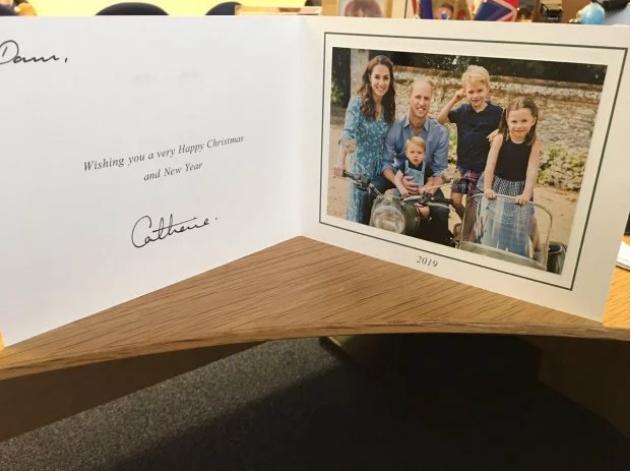 Внезапно: в Сеть попала рождественская открытка принца Уильяма и Кейт Миддлтон (ФОТО) - фото №2