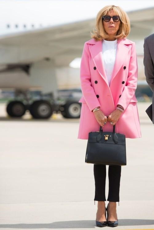 Икона стиля: лучшие образы первой леди Франции Брижит Макрон (ФОТО) - фото №6