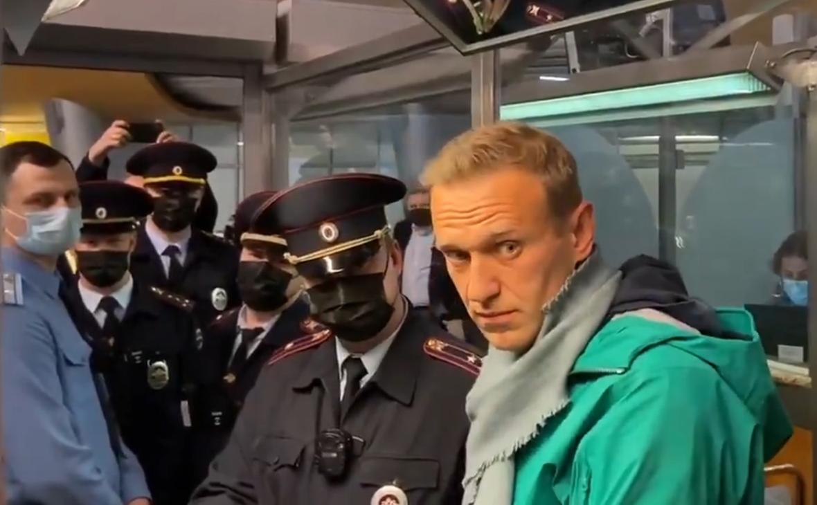 СМИ: Алексея Навального задержали в аэропорту Шереметьево - фото №1