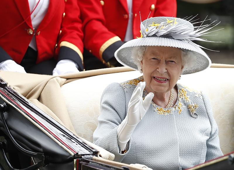 Защита по-королевски: Елизавете II создадут специальные перчатки от коронавируса - фото №1