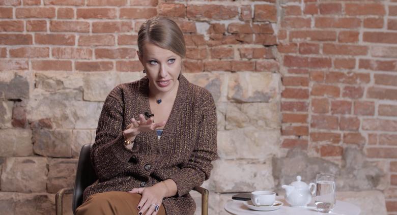 Новое шоу Ксении Собчак - Собчак без сахара: смотреть первый выпуск о Константине Богомолове, пластике