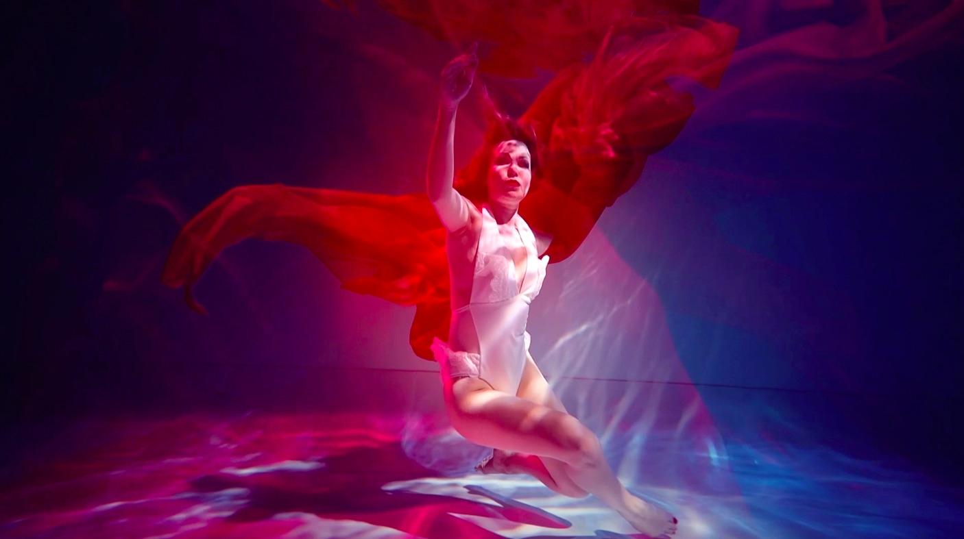"""Премьера от Lilu: экстрим под водой в новом клипе """"Відчуваю"""" - фото №2"""