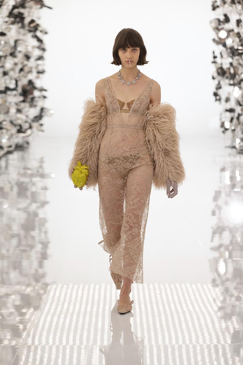 Огромные плечи и сумки в виде сердца: Gucci представили коллаборацию с Balenciaga (ФОТО) - фото №6