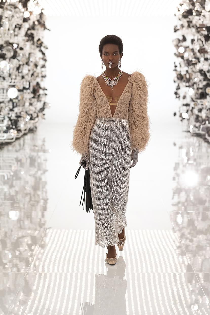 Огромные плечи и сумки в виде сердца: Gucci представили коллаборацию с Balenciaga (ФОТО) - фото №5
