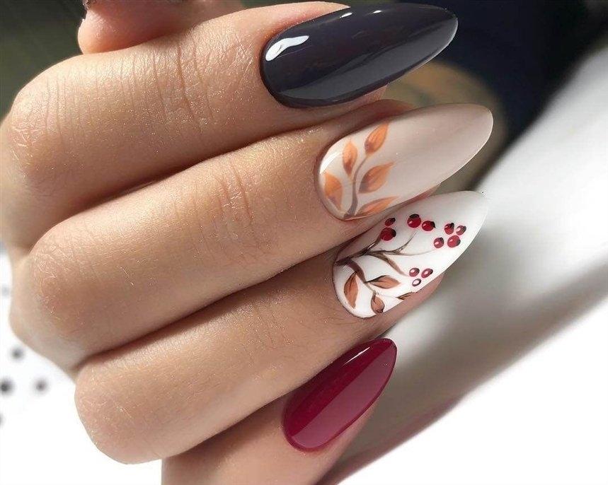 Маникюр с рисунками осенних листьев: лучшие варианты дизайна ногтей - фото №1