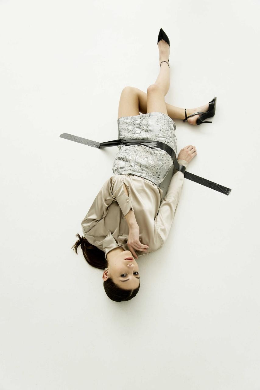 Американская певица Victoria Monét в платье украинского дизайнера - фото №3