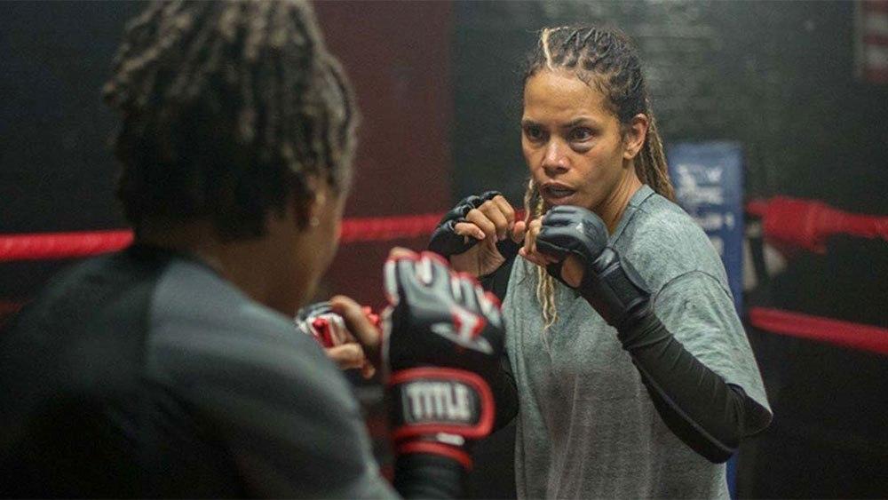 Боец MMA подала в суд на Холли Берри: спортсменка заявляет, что актриса разрушила ее карьеру - фото №2