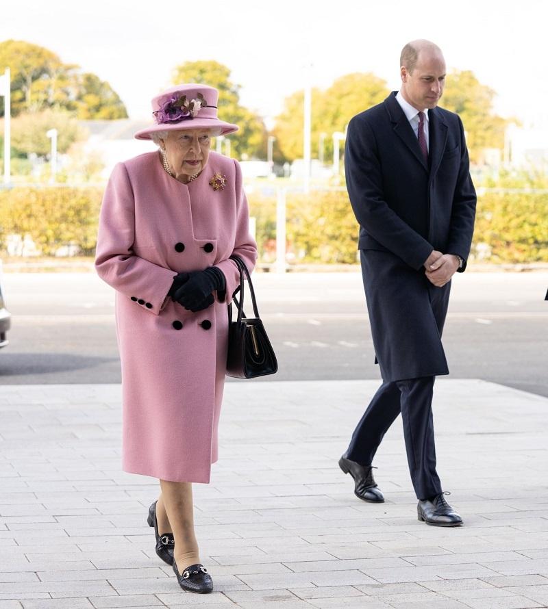 Королева Елизавета II впервые за 7 месяцев появилась на публике (ФОТО) - фото №1