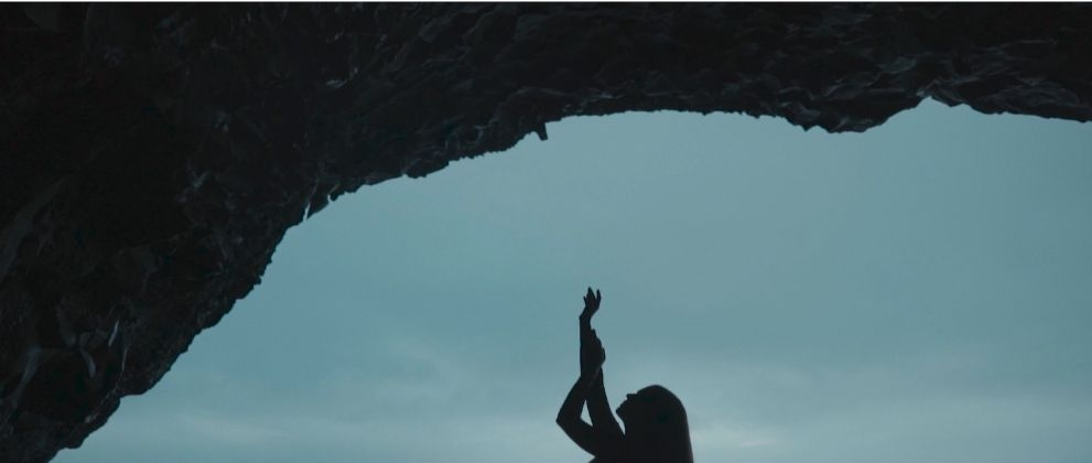 "Даша Астафьева фото с клипа ""Белая рубашка"""