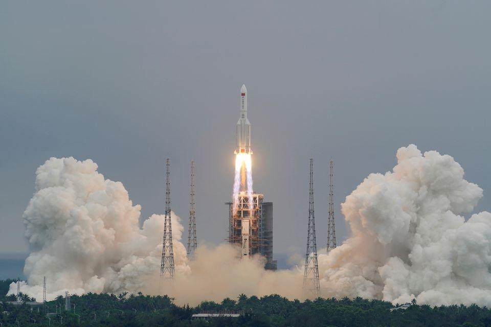 На Землю падает гигантская 22-тонная ракета: никто не знает, куда она попадет (ФОТО) - фото №2