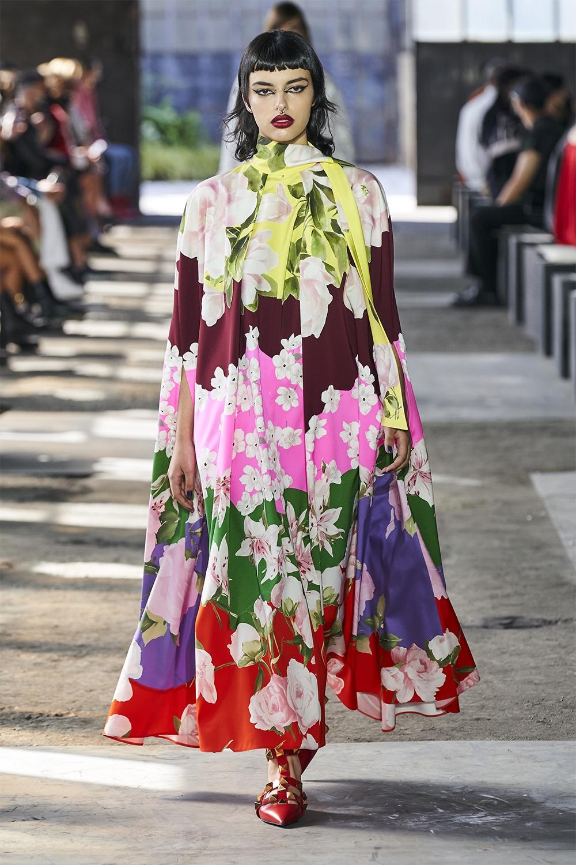 Неделя моды в Милане: Valentino представил коллекцию, вдохновленную цветами (ФОТО) - фото №4