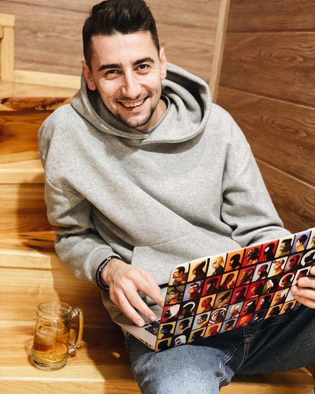 #Сильный. Александр Эллерт о стереотипах: Я делаю маникюр, посещаю косметолога и думаю, что мне надеть — это нормально, когда мужчина следит за собой - фото №3