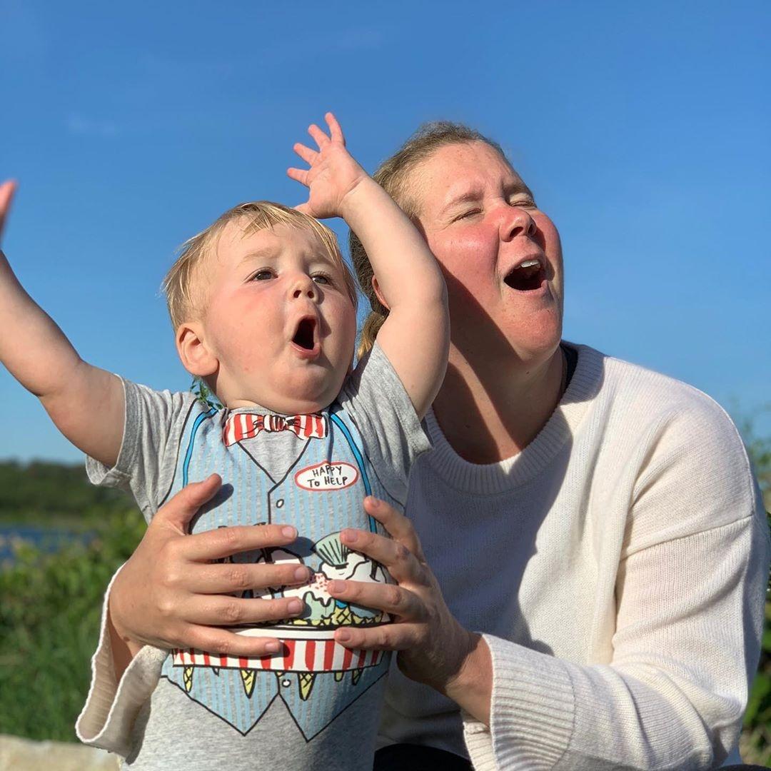 Эми Шумер с сыном Джином
