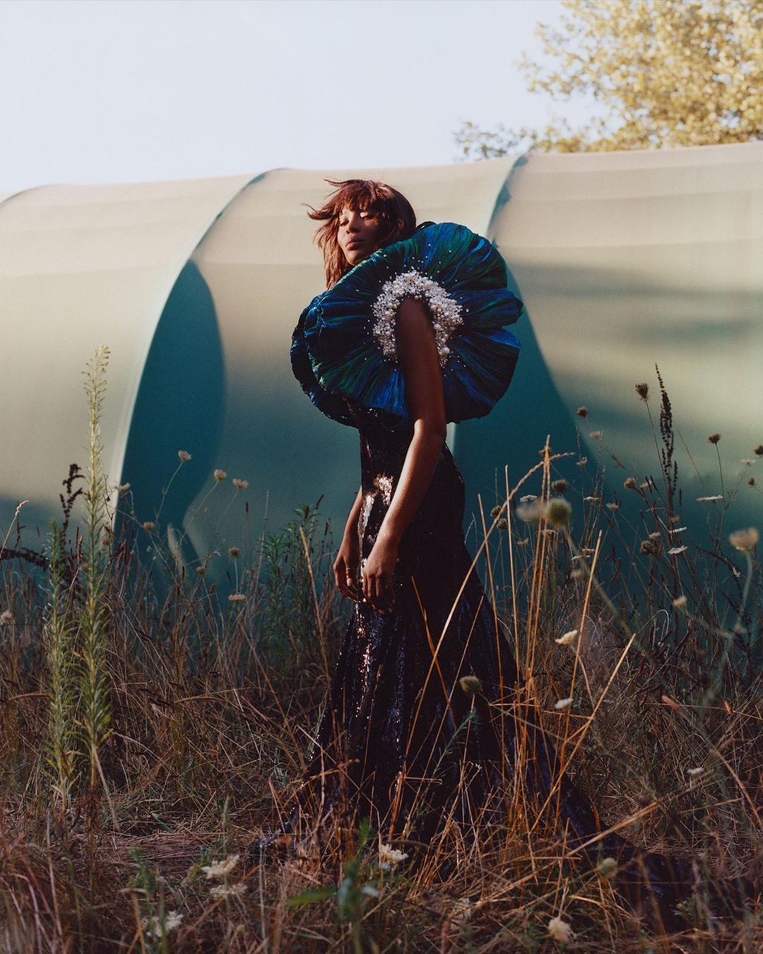 """""""У меня нет времени на горечь"""": Наоми Кэмпбелл приняла участие в эффектной фотосессии для глянца (ФОТО) - фото №2"""