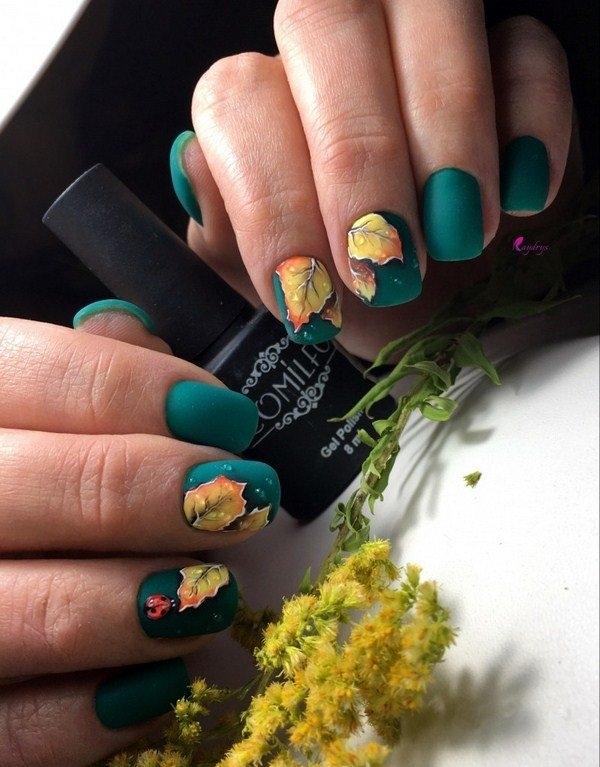Маникюр с рисунками осенних листьев: лучшие варианты дизайна ногтей - фото №4