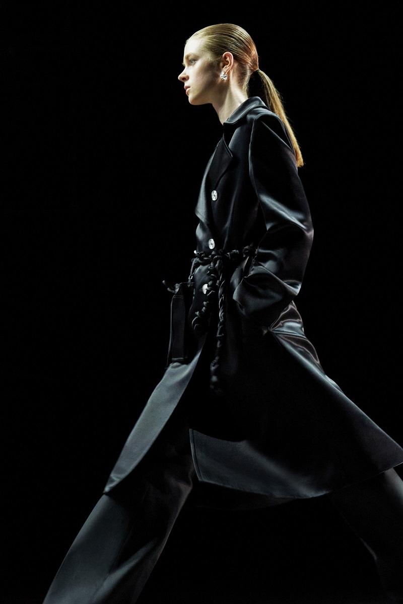 Шелковые платья, золото и много кожи: Jil Sander выпустили новую коллекцию весна-лето 2021 (ФОТО) - фото №7