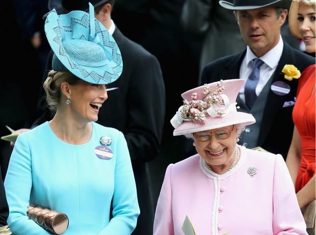 Стало известно, как королева Елизавета II планирует провести Рождество 2020 - фото №3