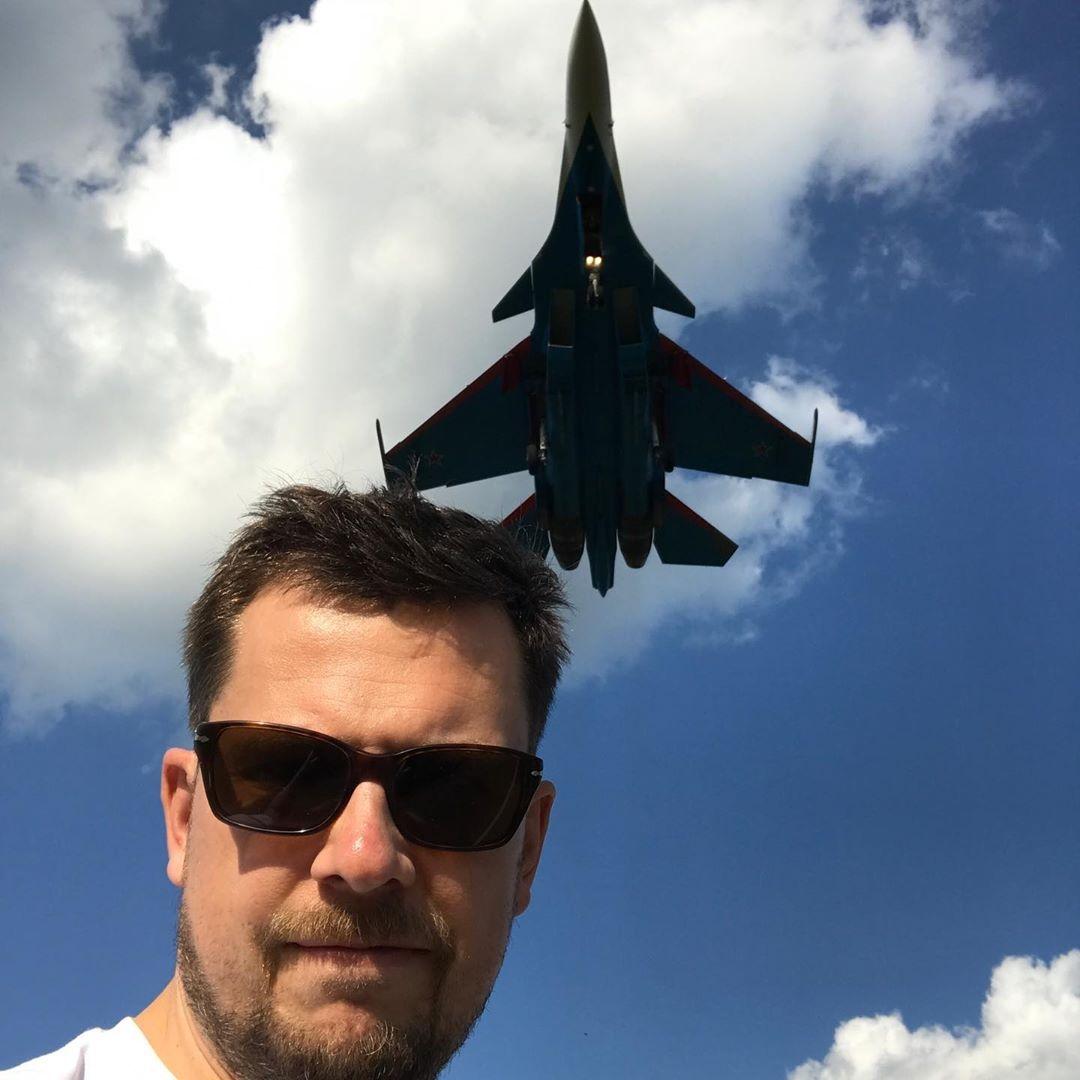 Стало известно, кто погиб при крушении самолета с ведущим Александром Колтовым - фото №1