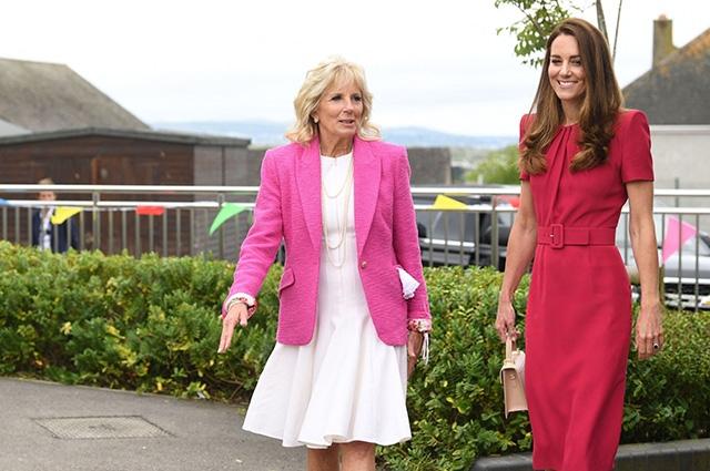 Иконы стиля носят розовый: смотрите, как прошла первая встреча Кейт Миддлтон и Джилл Байден (ФОТО) - фото №1