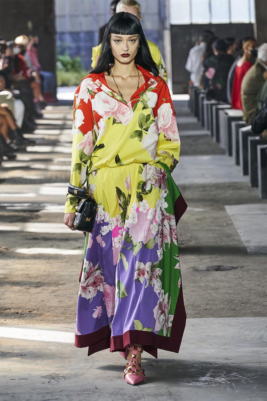 Неделя моды в Милане: Valentino представил коллекцию, вдохновленную цветами (ФОТО) - фото №8