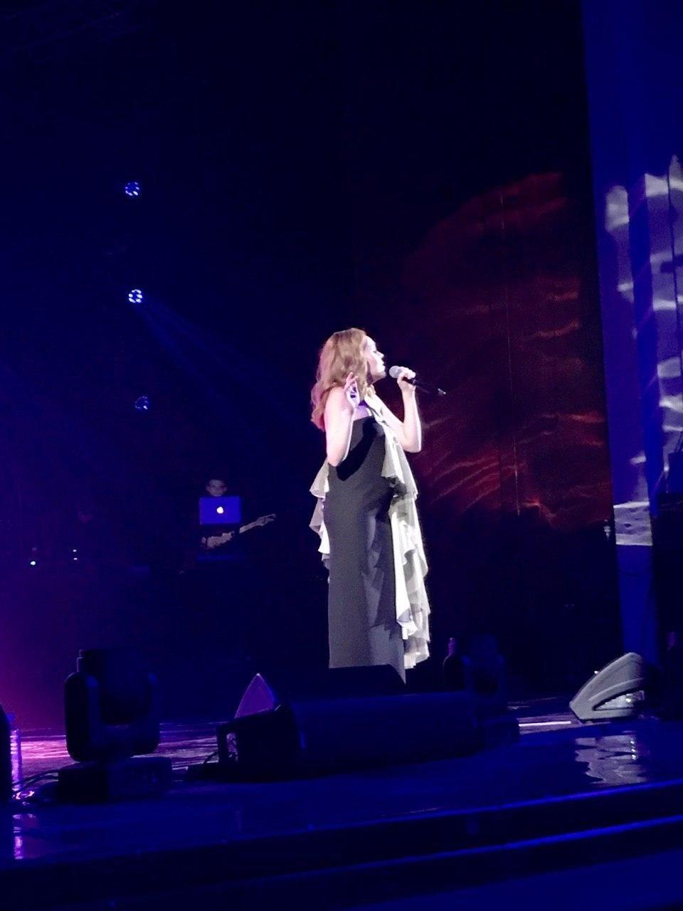 певица алеша беремнна в третий раз