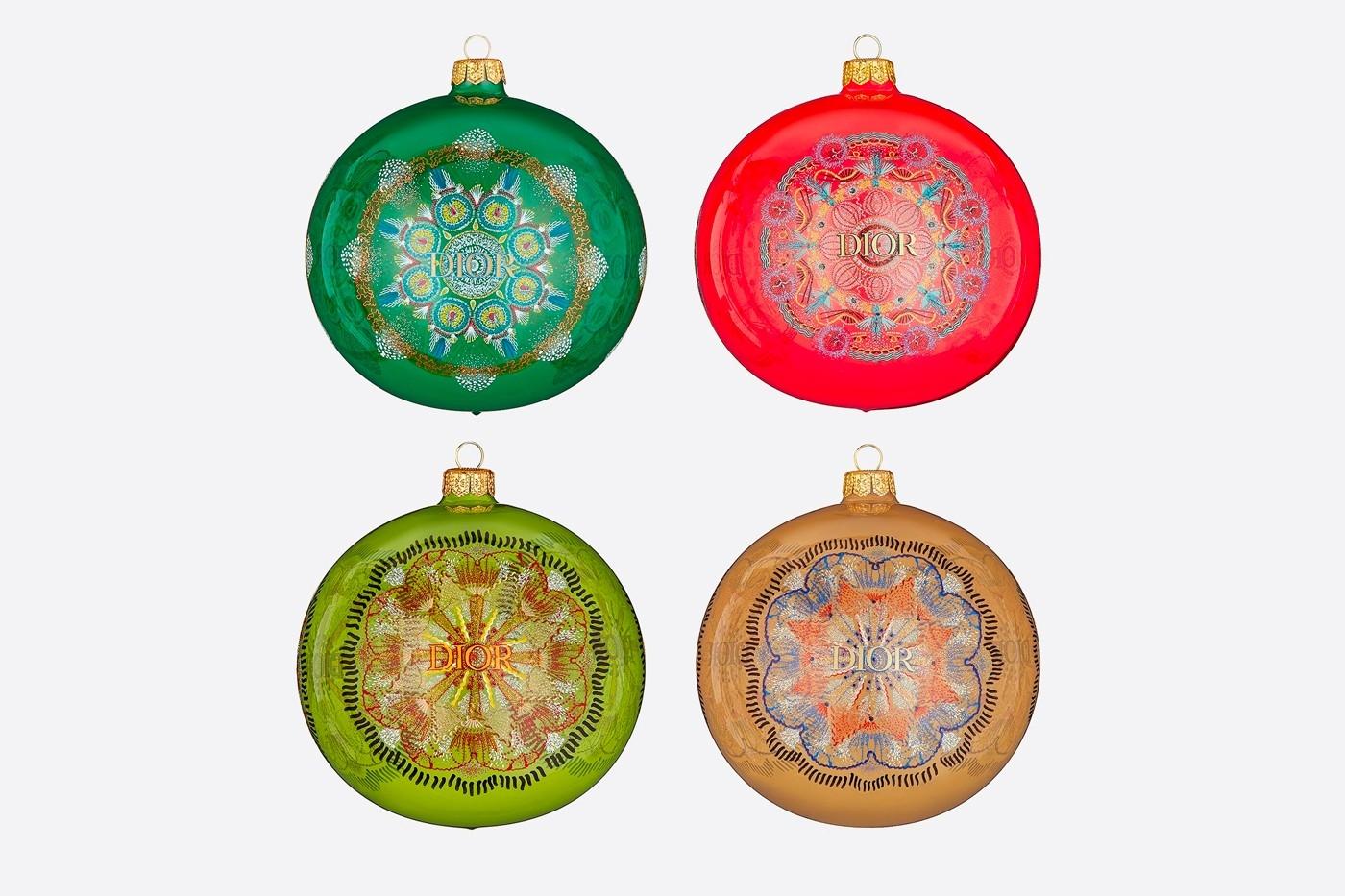 Объект желания: Dior выпустили набор елочных игрушек с изящными орнаментом (ФОТО) - фото №2