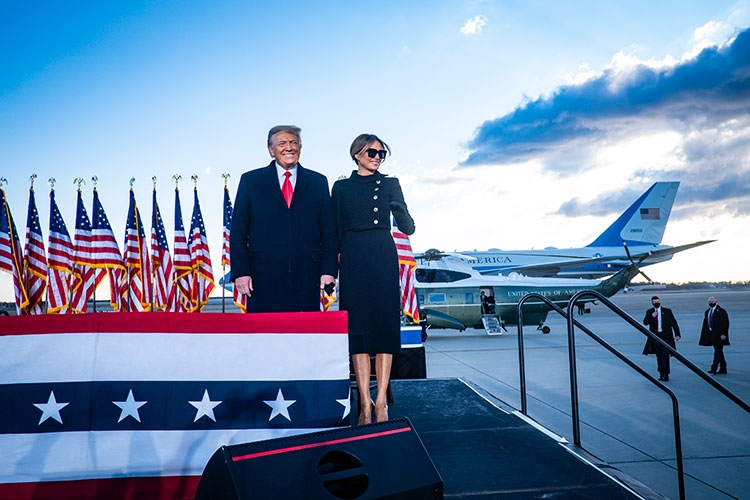Траурный total black: последний выход Мелании Трамп в статусе первой леди США (ФОТО) - фото №3