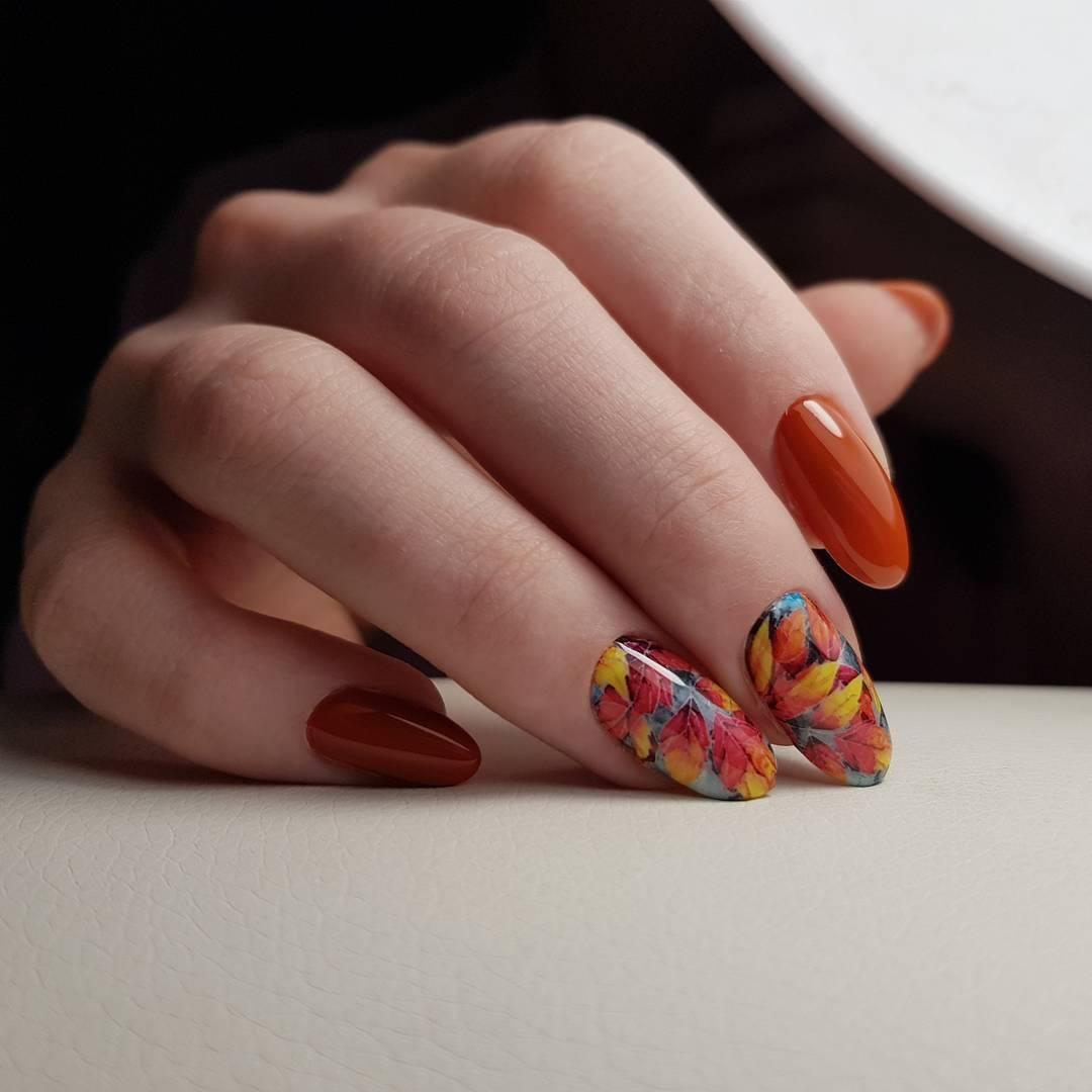 Маникюр с рисунками осенних листьев: лучшие варианты дизайна ногтей - фото №6