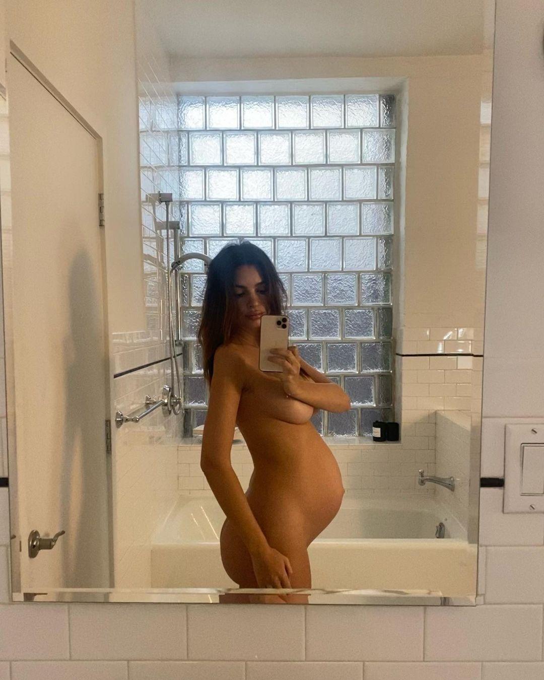 Идеальная фигура: беременная Эмили Ратаковски снялась полностью обнаженной (ФОТО) - фото №1