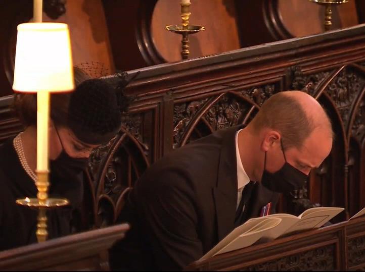 В Великобритании прощаются с принцом Филиппом: онлайн-трансляция - фото №7