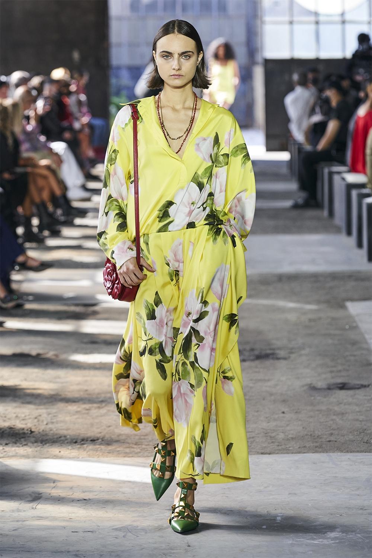 Неделя моды в Милане: Valentino представил коллекцию, вдохновленную цветами (ФОТО) - фото №6