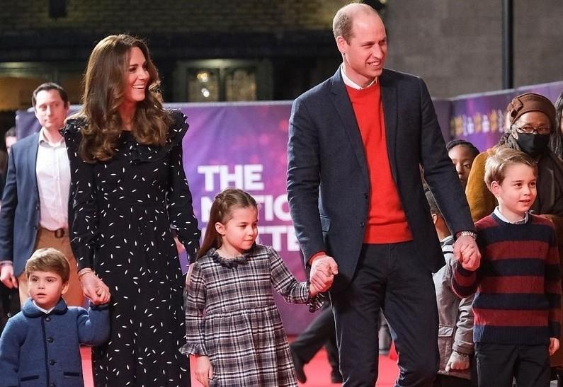 В сети появилась новая рождественская открытка Кейт Миддлтон и принца Уильяма с детьми (ФОТО) - фото №1