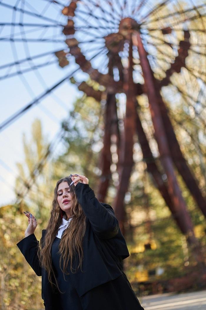 """""""Ніколи не відмовляються від своєї мрії"""": KAZKA про українську музику, конфлікти та проєкт """"Звуки Чорнобиля"""" - фото №4"""