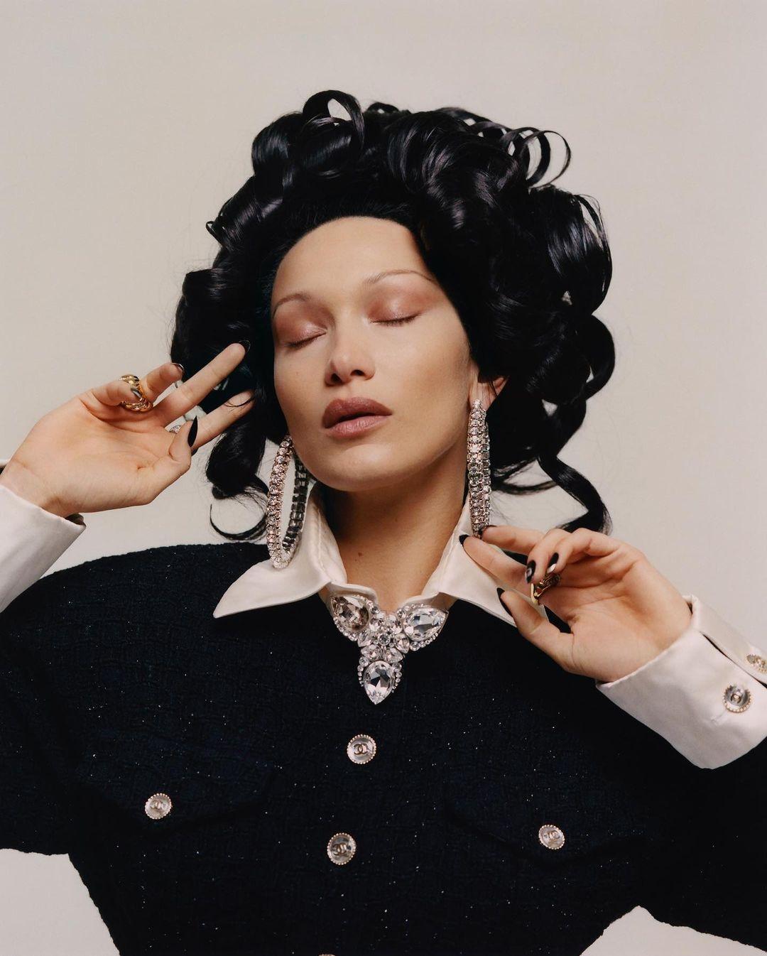 Белла Хадид снялась для испанского Vogue в образе Марии Антуанетты (ФОТО) - фото №1