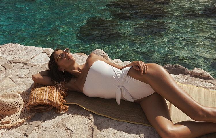 Рай на земле: Ирина Шейк снялась в горячей рекламе купальников Zimmermann (ФОТО) - фото №2
