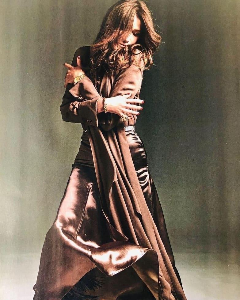 53-летняя супермодель Карла Бруни украсила обложку глянца (ФОТО) - фото №4