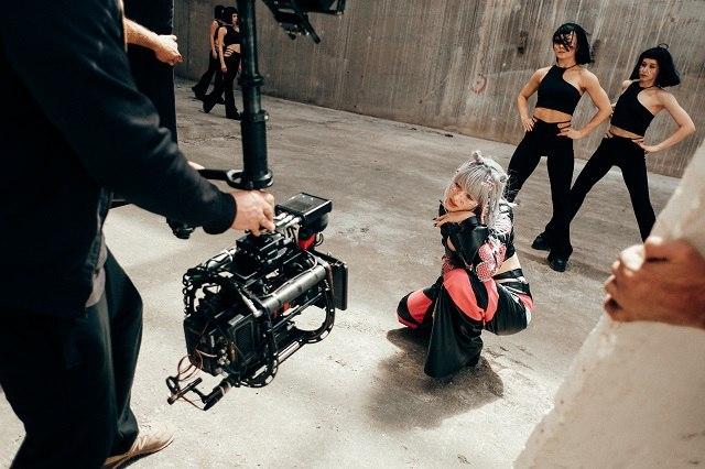 ULIANA ROYCE представила масштабный dance-перформанс в недостроеной многоэтажке - фото №1