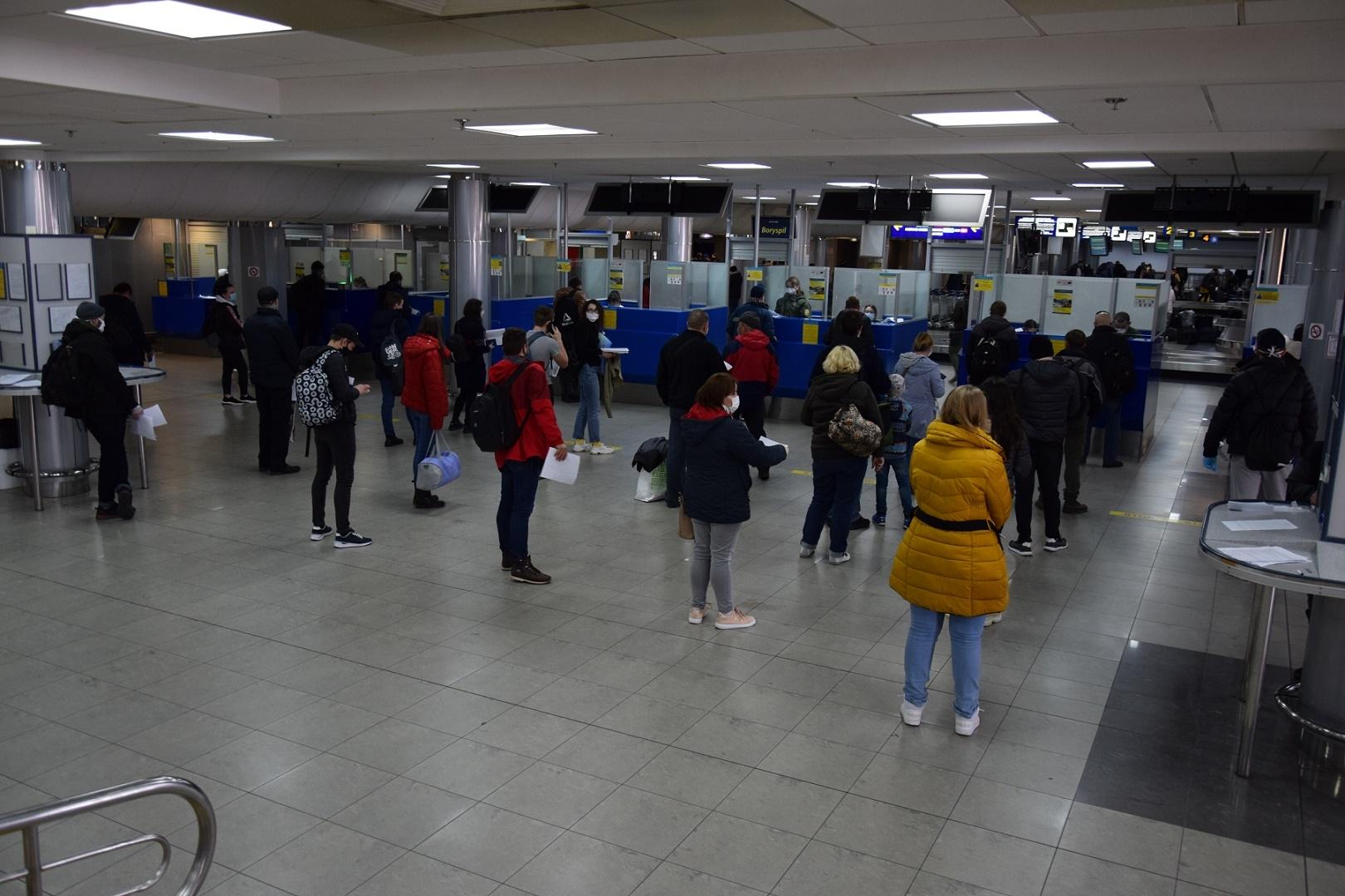 За сутки в Украину вернулось более 37 тысяч человек - фото №1