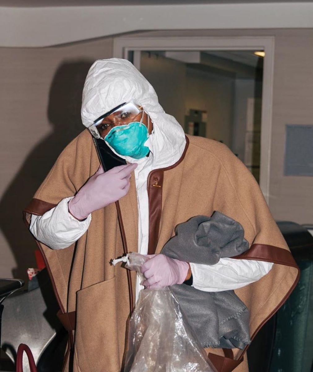 """""""Безопасность — уровень Бог"""": Наоми Кэмпбелл показала, как защищается от коронавируса (ФОТО) - фото №1"""